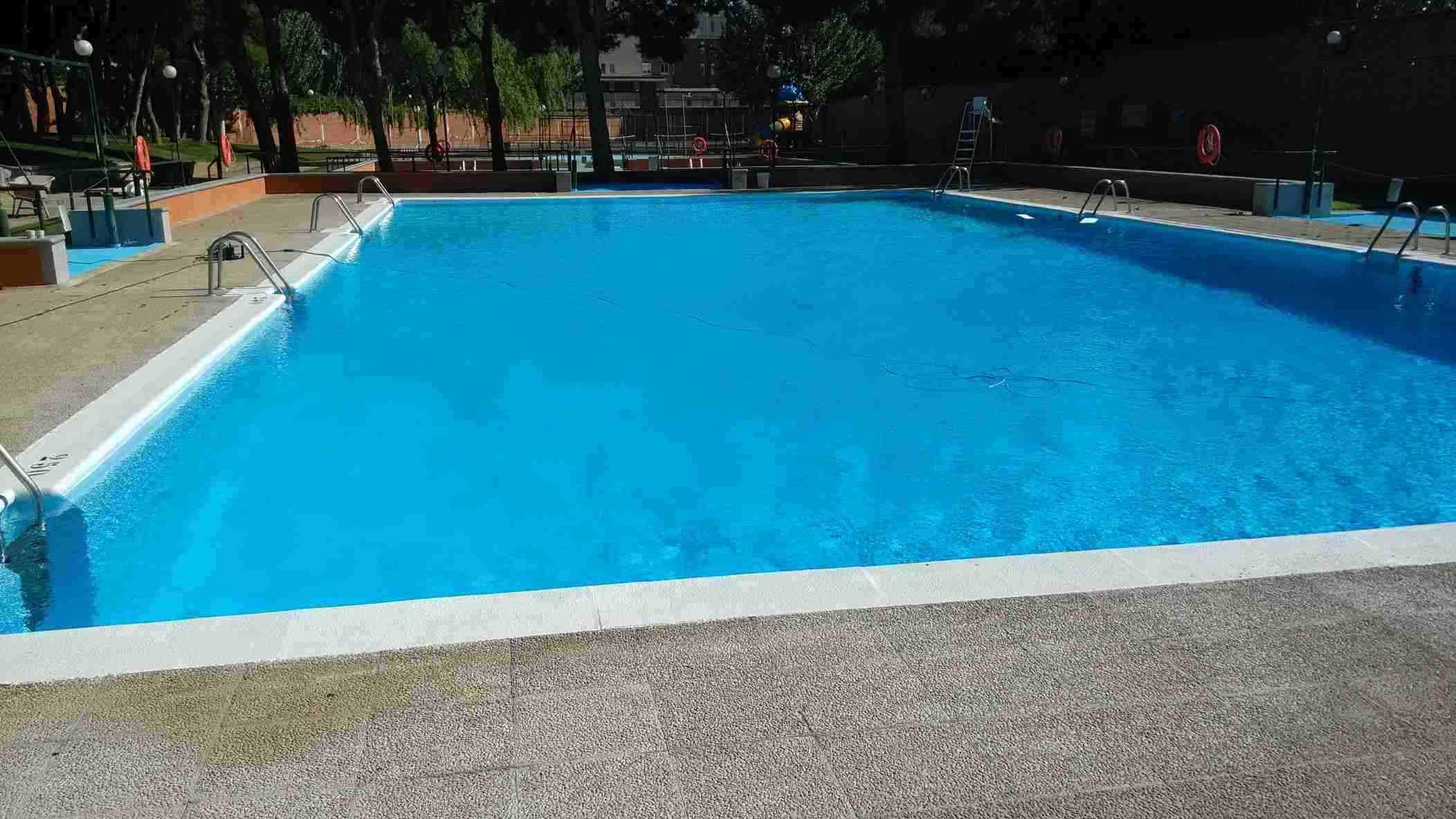 piscina_mediana_residencia_pignatelli