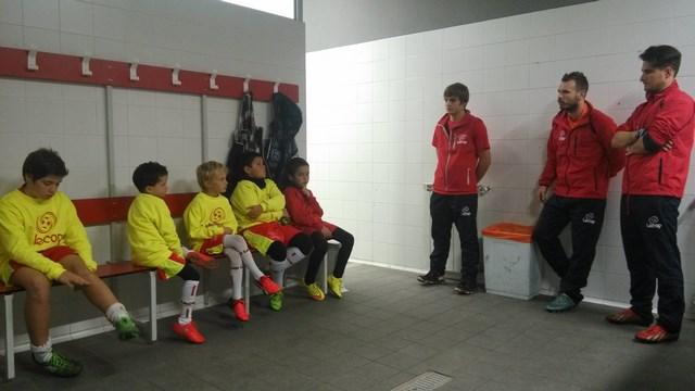 Sergio Lou impartiendo una charla a los alumnos Lecop