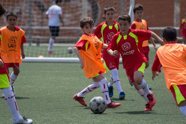 Alumnos Lecop jugando un partido