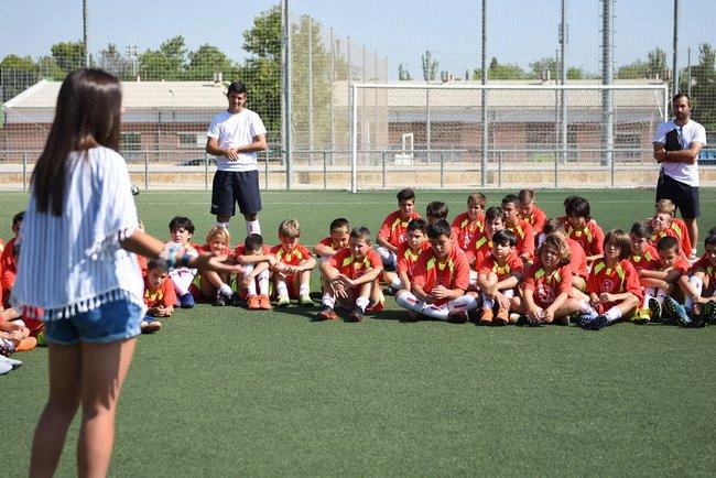 marta_cardona_charlando_con_alumnos_lecop