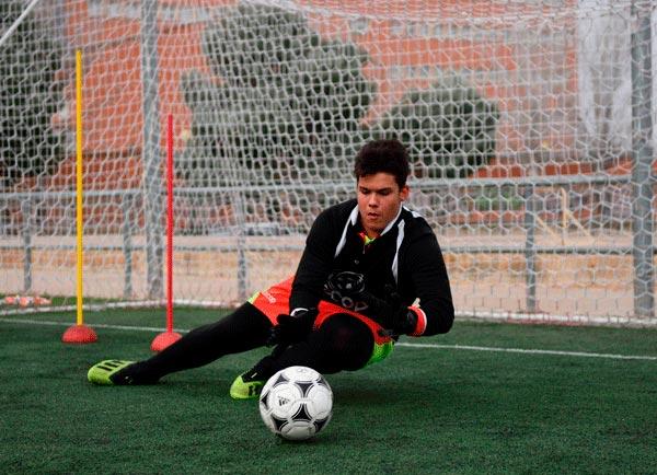 alumno_campus_futbol_zaragoza_portero_parando