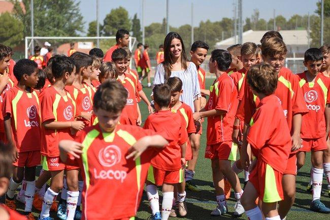 marta_marta_cardona_visita_nuestro_campus_de_verano_saludando_a_nuestros_alumnos