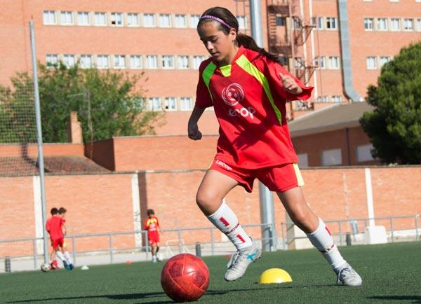 alumna_campus_verano_futbol_entrenando