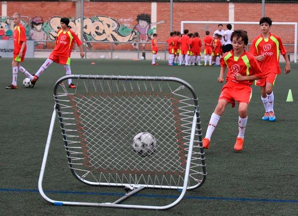alumno_campus_futbol_lecop_reboteador