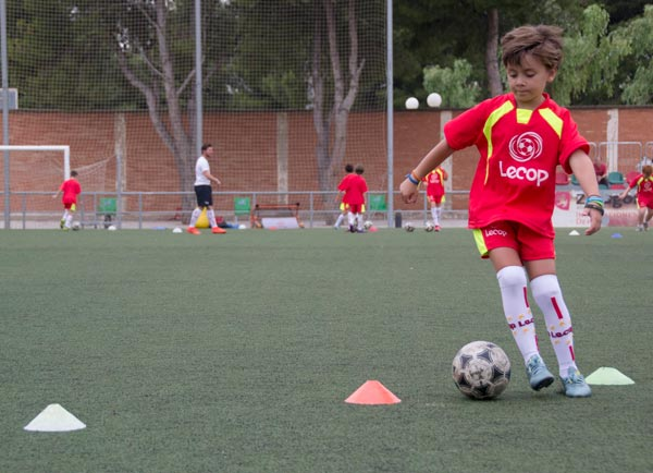 alumno_campus_verano_futbol_entrenando