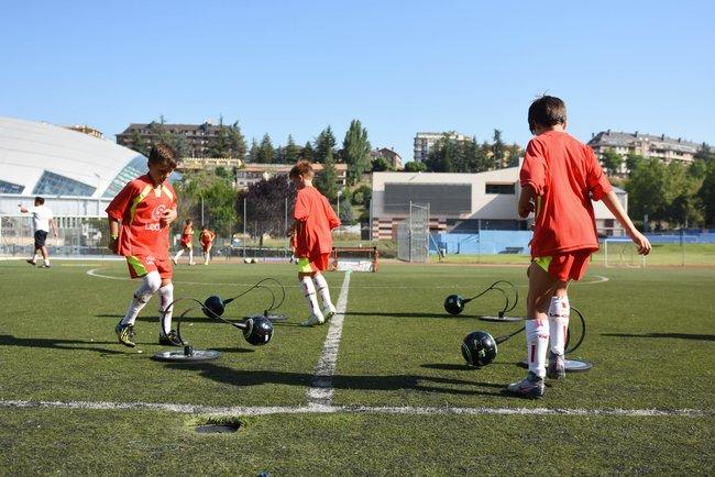 alumnos_campus_futbol_en_jaca_trabajando