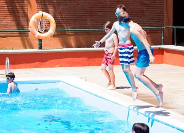 alumnos_campus_verano_piscina_lecop